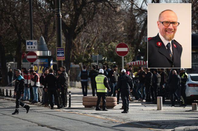 MIDT I TERROREN: Norske Jostein Nielsen (59) og kona Magna Våje Nielsen ble selv rammet da en selvmordsbomber sprengte seg i luften ved Den blå moské i Istanbul tirsdag.