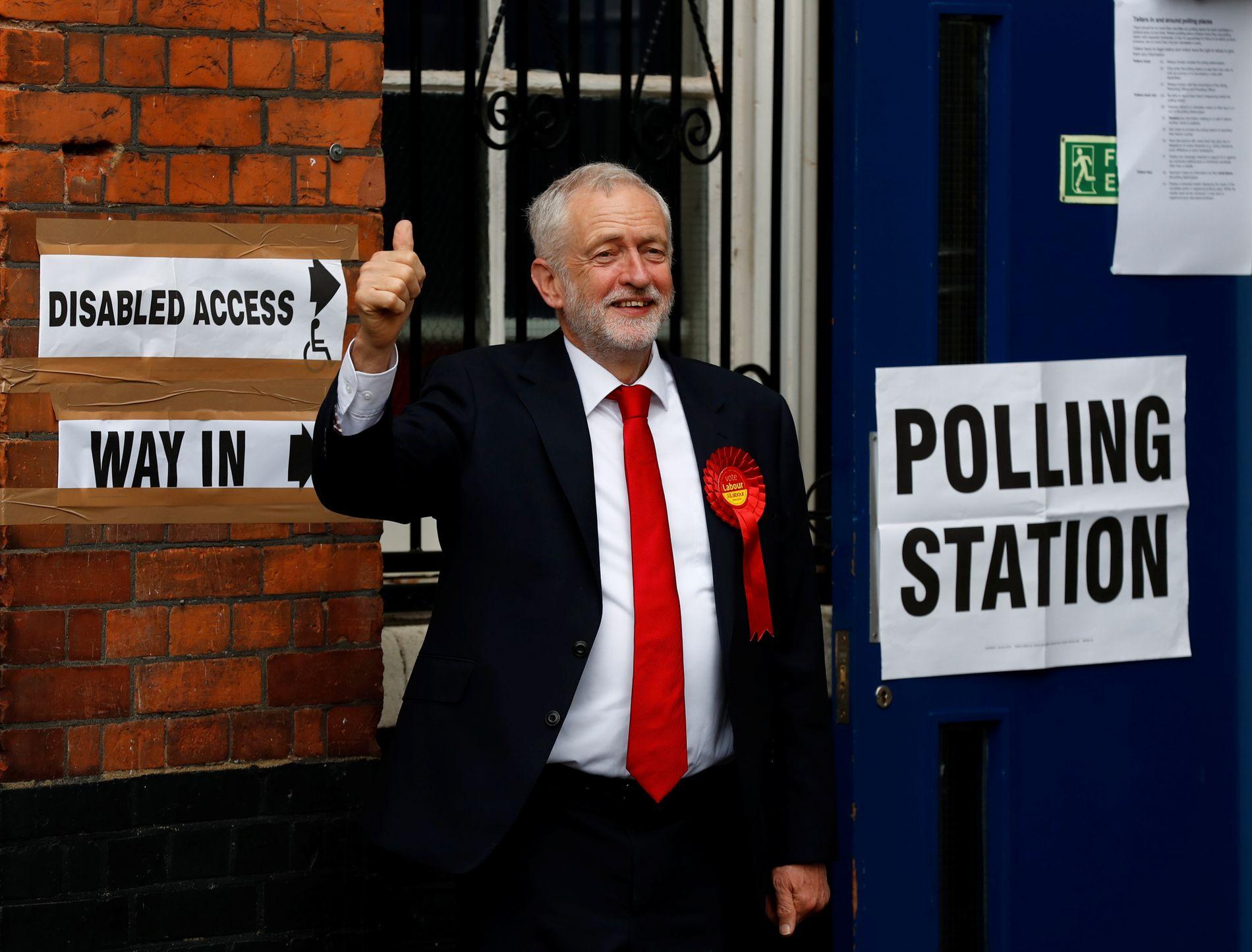 OPPTUR I INNSPURTEN: Jeremy Corbyn har i løpet av noen uker gått fra å være upopulær, til å bli Londons favorittkandidat til statsministerposten. FOTO: REUTERS
