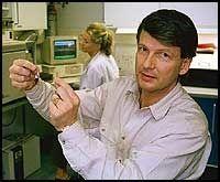 Hans Krokan, kreftforsker og professor ved medisinsk fakultet ved NTNU, deltok i en studie omkring passiv røyking.