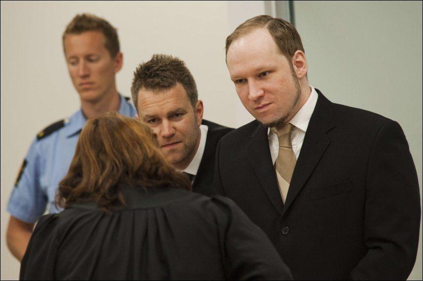 a8952be4 KLAGET OVER RIFT: Anders Behring Breivik klaget over en rift i fingeren da  han var på Utøya, omringet av ungdommer han hadde tatt livet av og skadet.