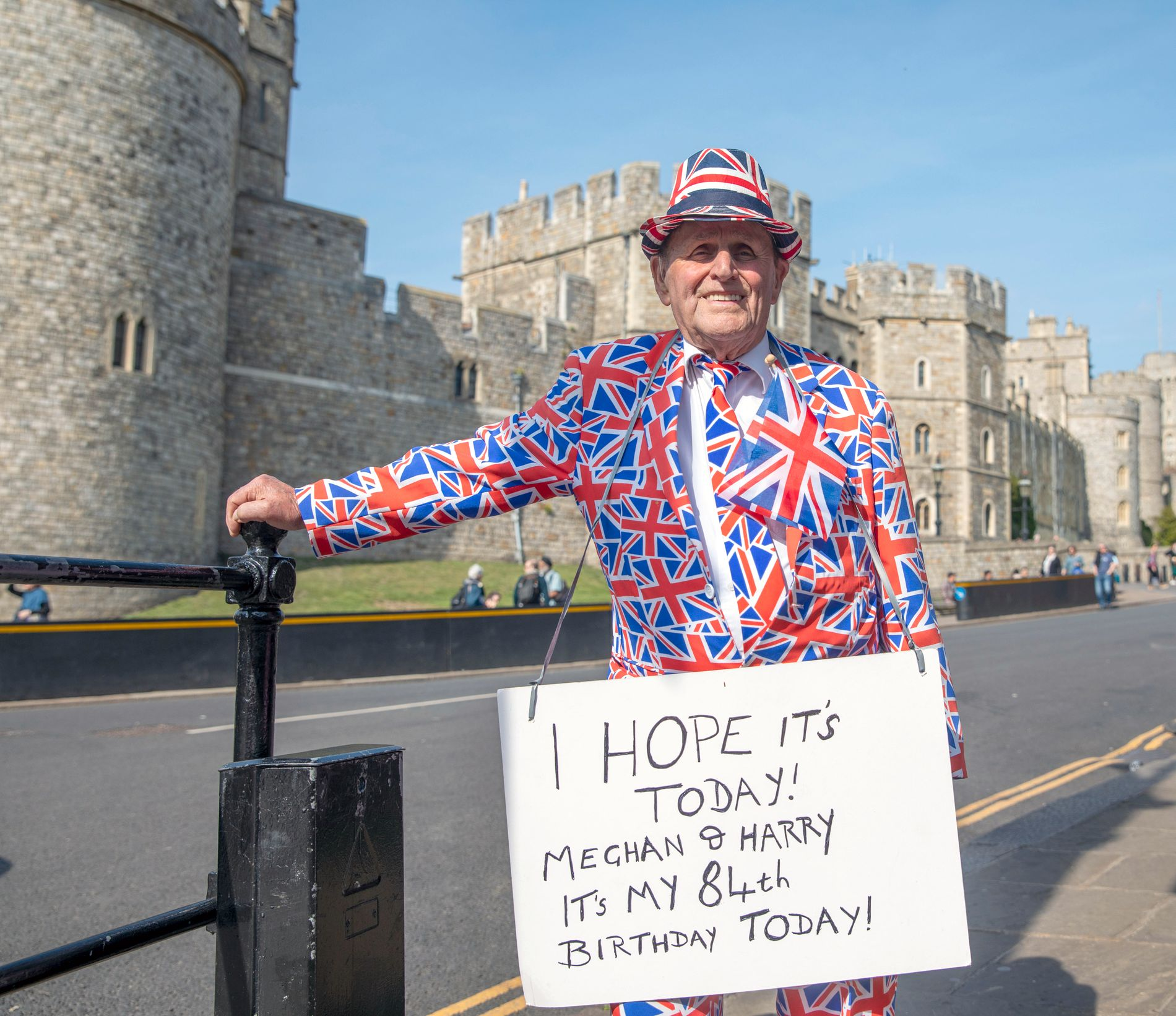 ROJALIST: Terry Hutt feirer sin 84-årsdag utenfor Windsor Castle 30. april.