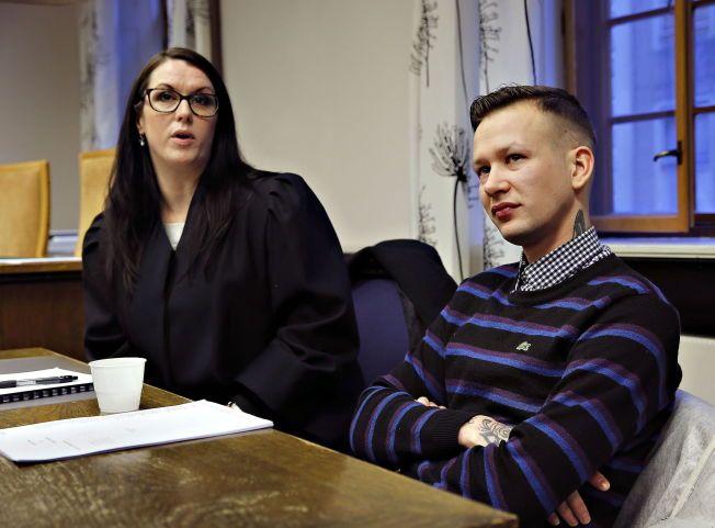 FRIKJENT: John Olav Nilsen måtte møte i retten tiltalt for vold og narkotikabesittelse. Her sammen med sin advokat Linda Ellefsen Eide FOTO: HALLGEIR VÅGENES, VG.