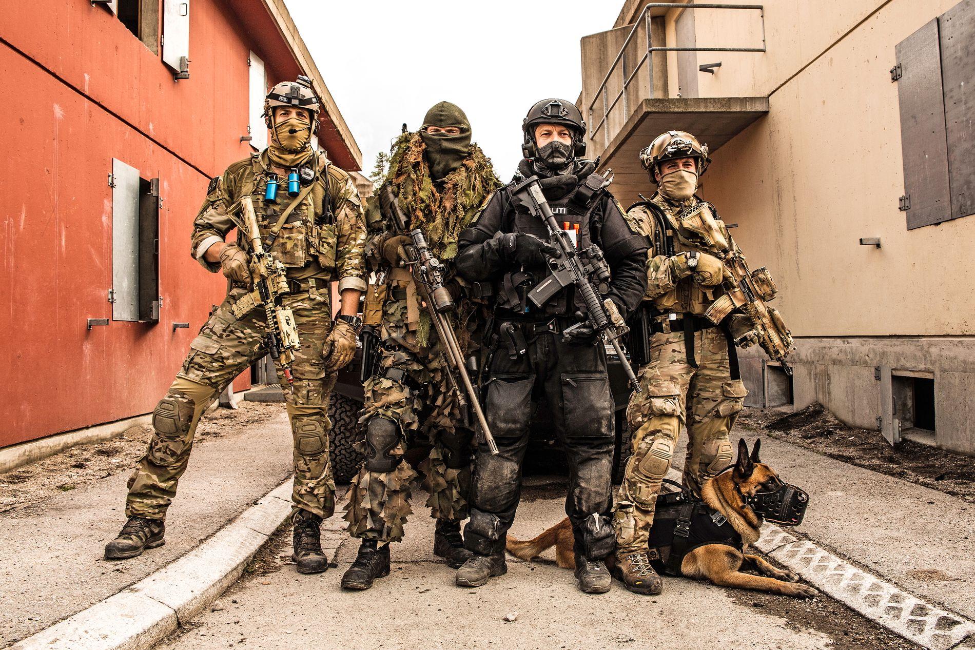 TRENER SAMMEN: Forsvarets spesialkommando, Marinejegerkommandoen og Beredskapstroppen trente på kontraterror i Rena leir, som en oppkjøring til øvelse Gemini 2014.