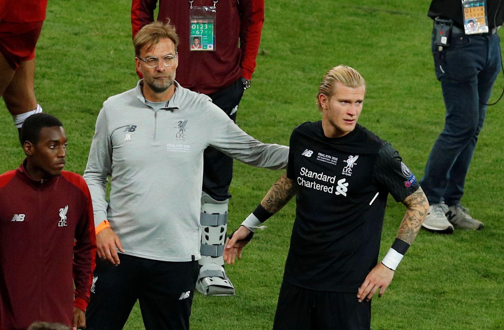 TAPTE FINALEN: Loris Karius (høyre) hadde to tabber som førte til at Liverpool tapte Champions League-finalen. Her er han med manager Jürgen Klopp i nevnte kamp.