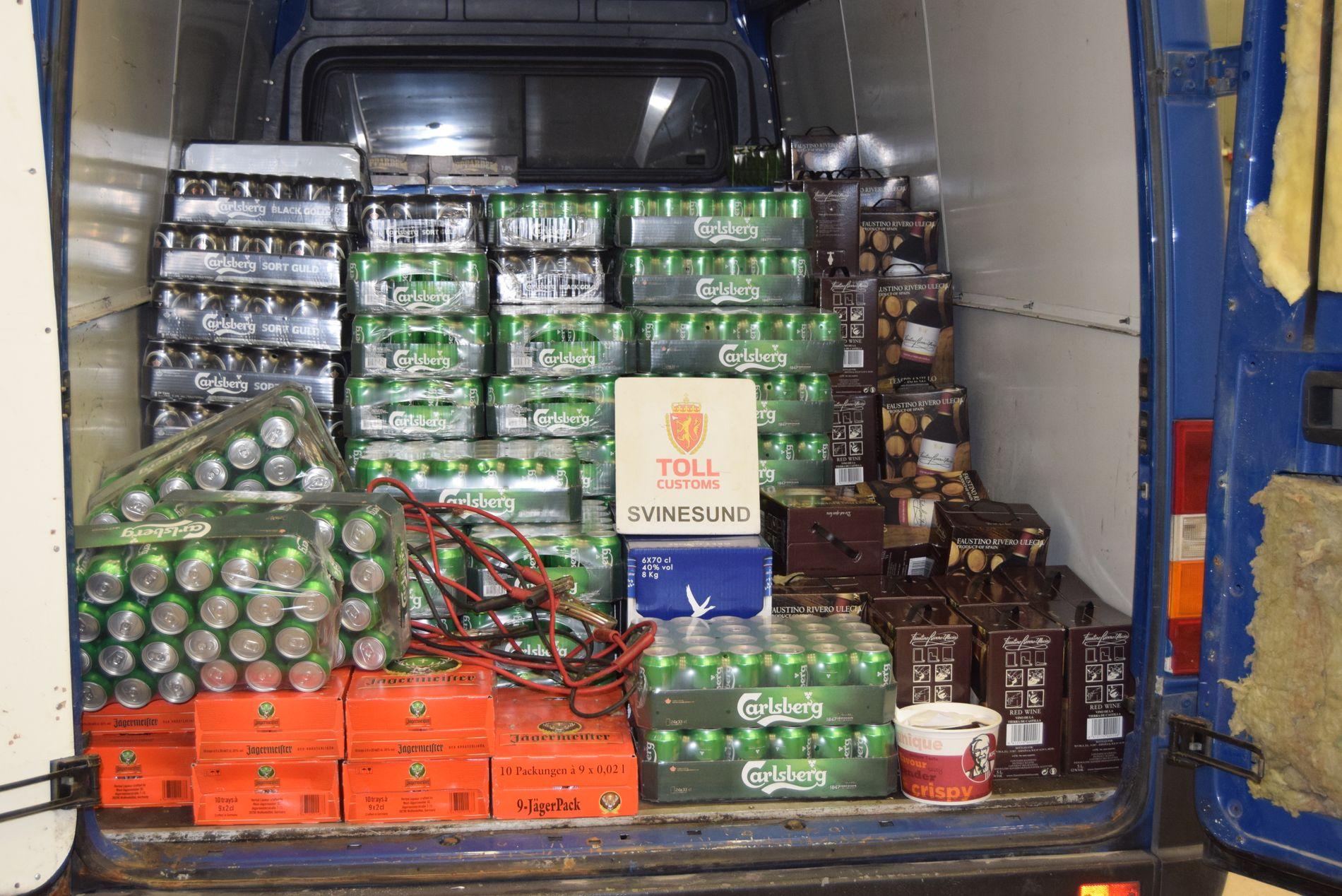 BESLAG: Dette fant tollerne onsdag da de åpnet bagasjerommet på en norsk varebil på Svinesund.