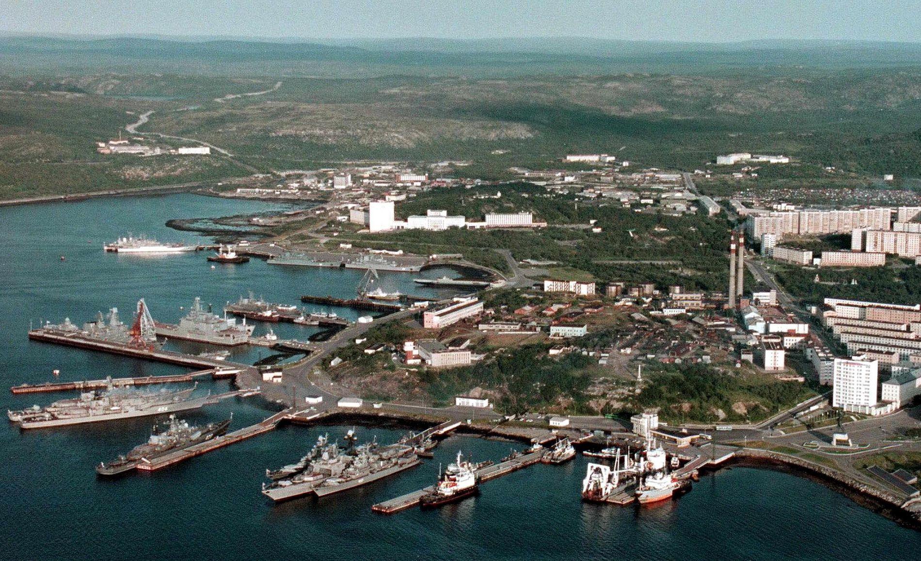 BASEN: Et udatert bilde viser kaiområdet i Severomorsk, hvor den russiske nordflåten har sin base.
