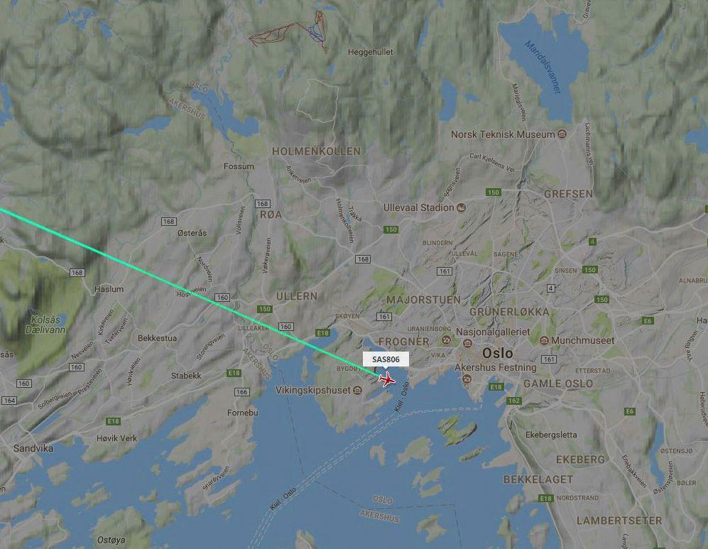 SKREMTE PILOTENE: Dette Flight Radar-bildet viser SAS-flyet i tidsrommet da pilotene plutselig observerte en drone som fløy rett i nærheten av dem over Oslo.