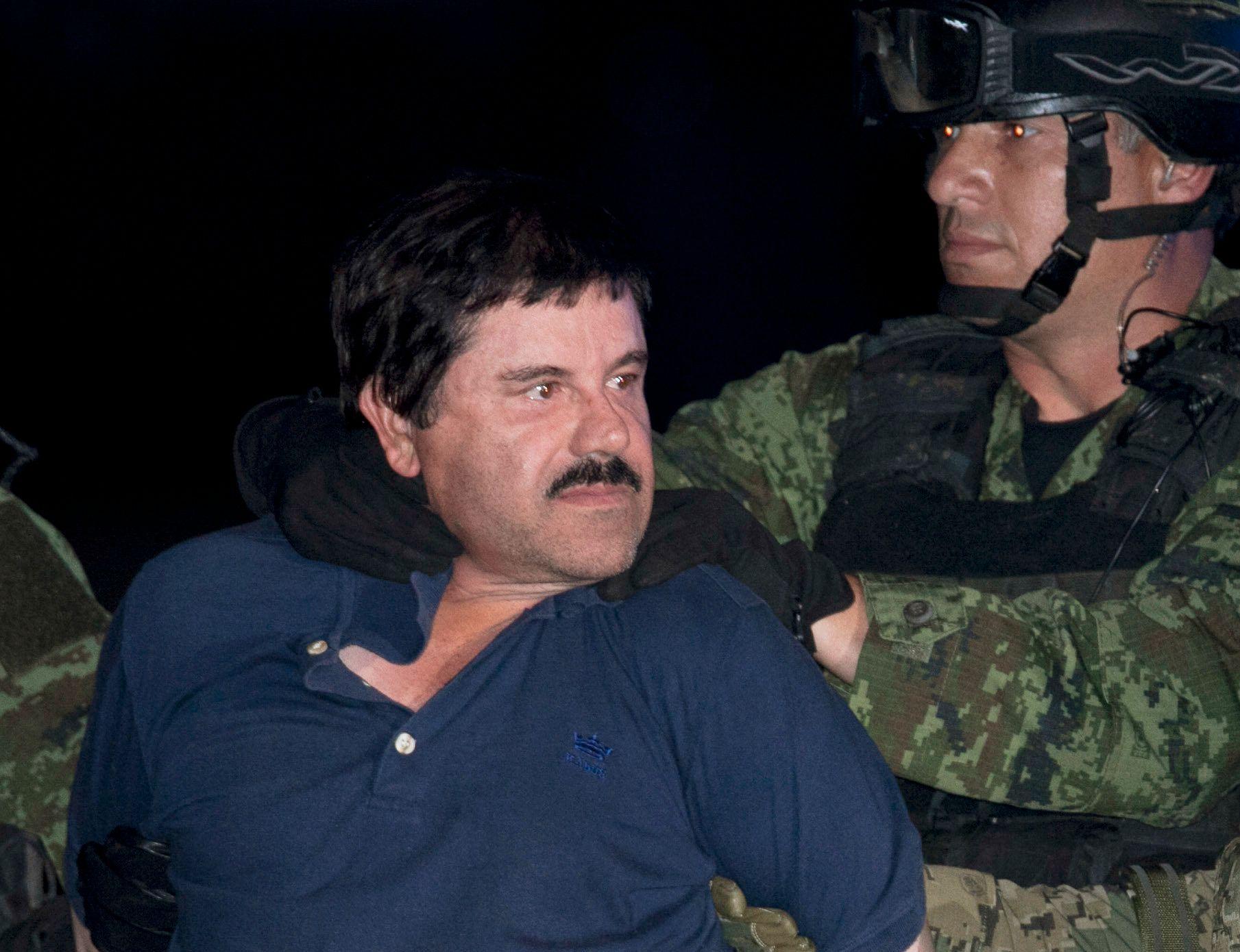 FENGSLET: Verdens mektigste narkobaron tviholder på makten til Sinaloa-kartellet fra fengselcella. Men nå skal Joaquin «El Chapo» Guzmans sønn og medarbeider være bortført. Foto AP
