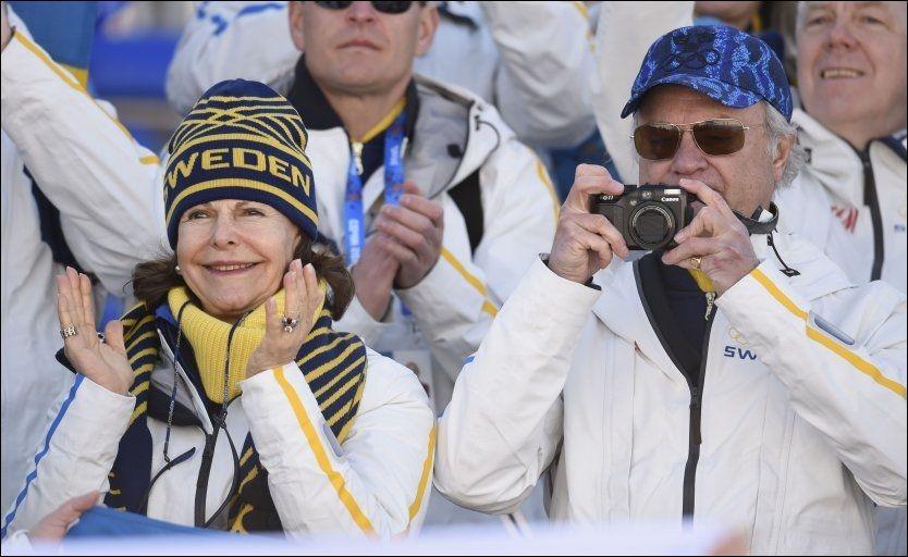 FORNØYD KONGEPAR: Dronning Silvia og kong Carl Gustaf av Sverige kunne glede seg over en flott svensk stafett. Foto: Odd Andersen, Afp