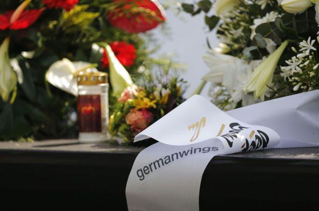 MINNES: Her minnes de 150 ofrene for Germanwings 4U9525 i Köln, Tyskland 17.april i år.