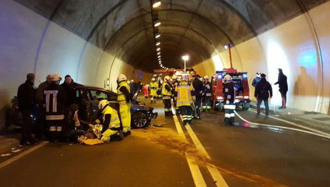 INNE I TUNNELEN: Bildet tatt like etter ulykken.