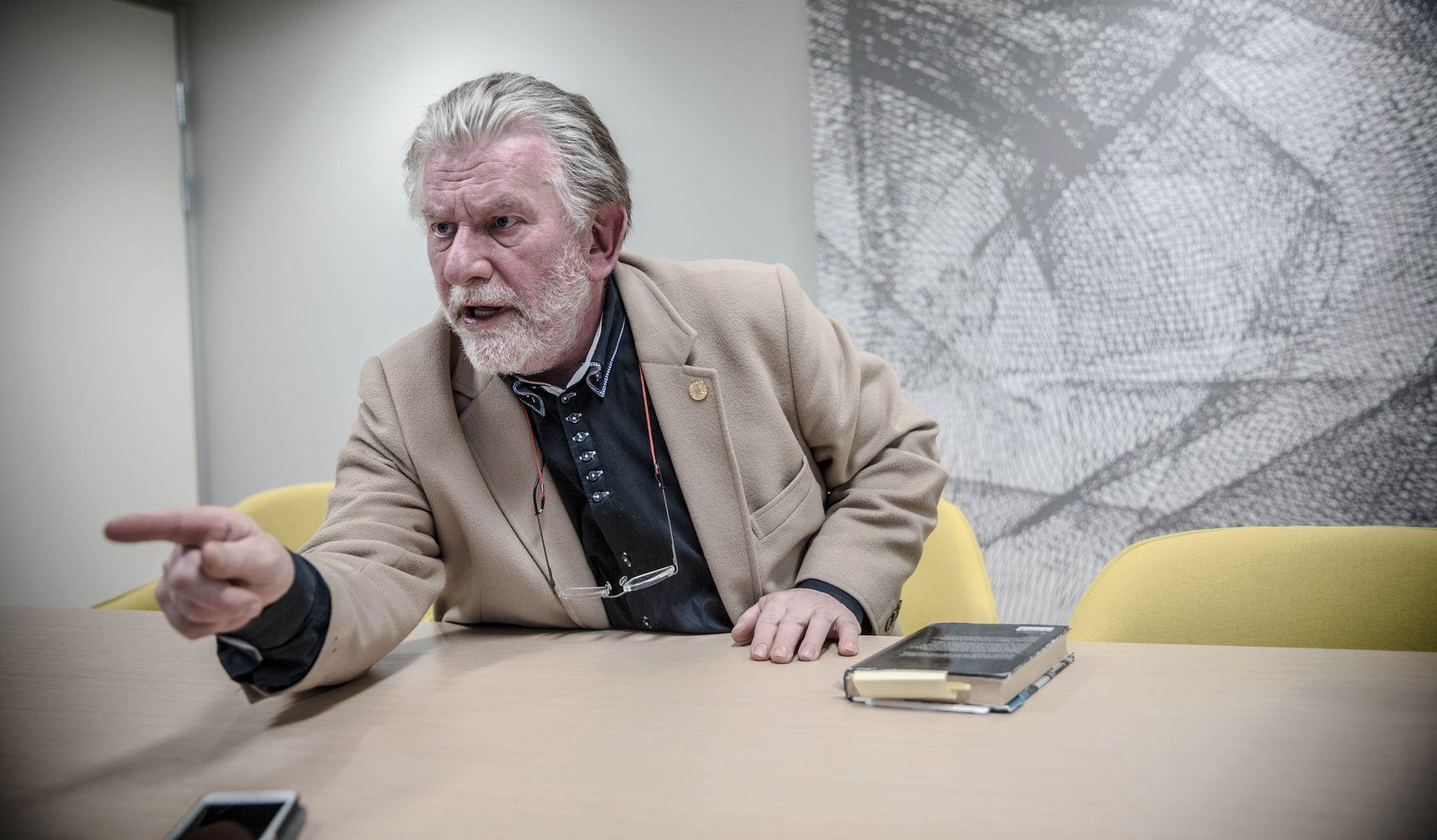 SLÅR TILBAKE: Hans-Wilhelm Steinfeld.