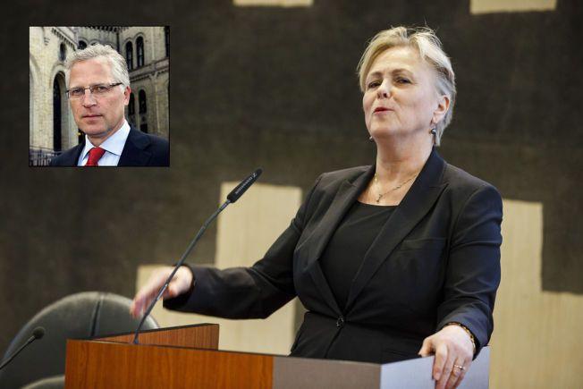 LA FREM NRK-MELDING: Kulturminister Thorild Widvey presenterte fredag ettermiddag stortingsmeldingen om allmennkringkasting. Der fikk Frps Øyvind Korsberg ikke medhold i sitt valgløfte.