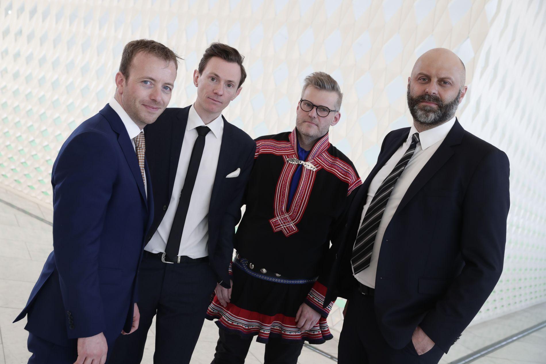 FIKK PRIS: Harald Amdal, Eirik Linaker Berglund, Kenneth Hætta og Thor Harald Henriksen fikk onsdag kveld Fritt Ords pris for sin dekning av Tysfjord-saken.