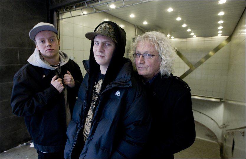 OUTSIDER-MØTE: Jaa9&OnklP satte pris på å møte Lasse Tømte som indirekte har inspirert duoens to nye plater, «Lasse» (denne uken) og «Geir» (mars). FOTO: Roger Neumann/VG