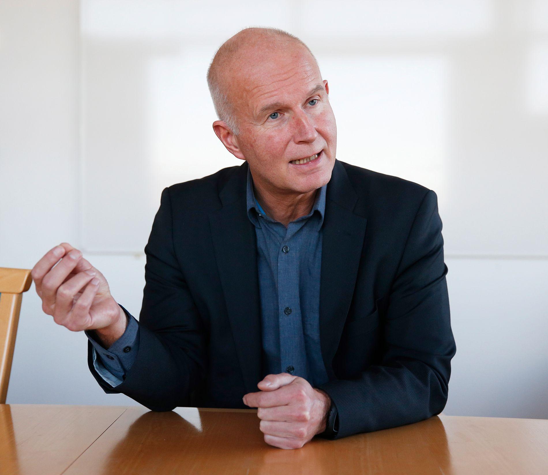 STOR RAPPORT: Bjørn Guldvog, helsedirektør i Helsedirektoratet forteller at det er foreslått 29 tiltak for å være bedre rustet mot legemiddelmangel.