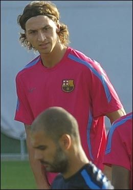 STILLE: Zlatan Ibrahimovic hevder at Pep Guardiola (foran) sluttet helt å prate til ham. Foto: AP