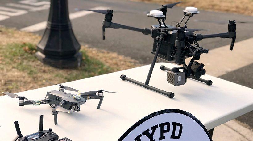 DRONE: Politiet i New York sender opp en drone for å overvåke nyttårsfesten på Times Square.