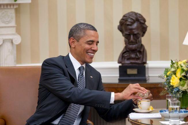 TOPPER LISTEN: President Barack Obama har all grunn til å smile. Han troner øverst på listen over årets største politikere på Facebook.