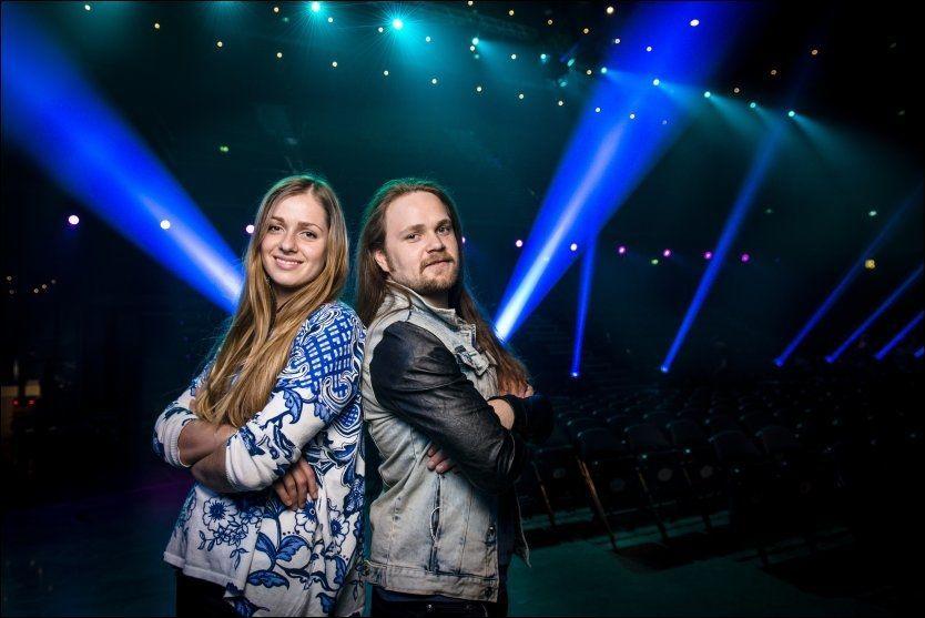 KONKURRENTER: Siri Vølstad Jensen (17) og Eirik Søfteland (24) spisser albuene før kveldens «Idol»-finale. Foto: Kristian Helgesen/VG