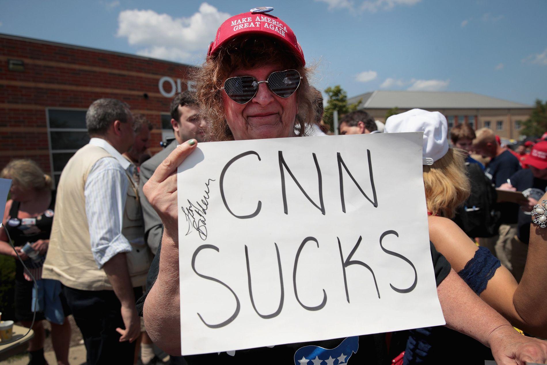KLAR TALE: Trump har kritisert og hetset CNN kraftig de siste månedene. Og på valgkamprallyene nå er det stadig oftere supportere som viser sin misnøye med TV-kanalen.
