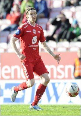 ISLANSK KRAFT: Birkir Mar Sævarsson opptrer vanligvis i rød drakt i eliteserien. Nå er han med og kjemper om VM-plass. Foto: Marit Hommedal, NTB Scanpix