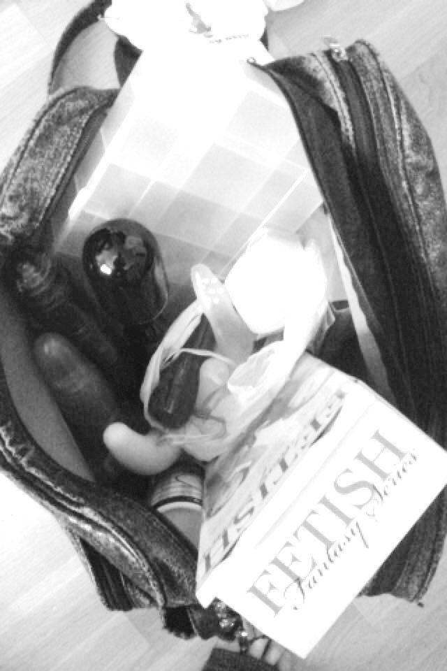 ONANI ER SUNT: A.N.P. har en koffert med sexleketøy under senga, og sier til VG at hun var bare 13 år da hun kjøpte sin første dildo. – Onani er helt naturlig og sunt og kan lære deg å sette egne grenser i sexlivet senere, sier hun til VG.