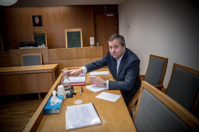 ALENE I RETTEN: Arve Juritzen og hans forlag, Juritzen forlag, hadde ikke råd til å engasjerer advokat i forbindelse med saken Interpress og Reitangruppen hadde reist mot forlaget.
