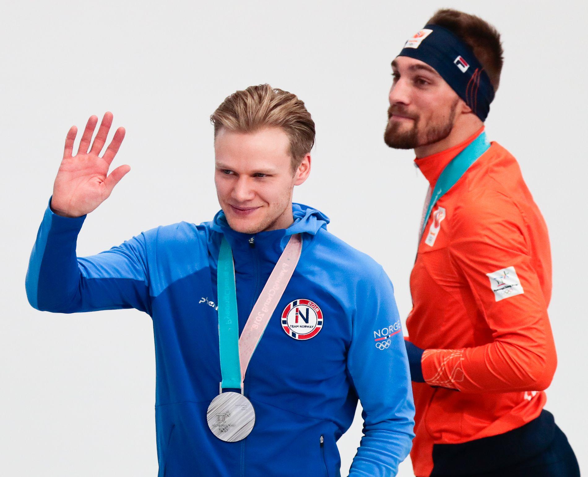 EM-FAVORITTER: Håvard Lorentzen vant OL-sølvmedaljen bak Nederlands Kjeld Nuis på 1000 meter i OL i februar i fjor. Nå er de favoritter til å ta sammenlagtgull i sprint-EM i Italia 11. til 13. januar.