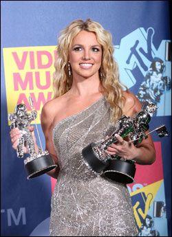 VANT TO: Britney Spears vant to priser torsdag kveld. Her fra MTV Video Music Awards tidligere i år, der hun vant tre priser. Foto: AP