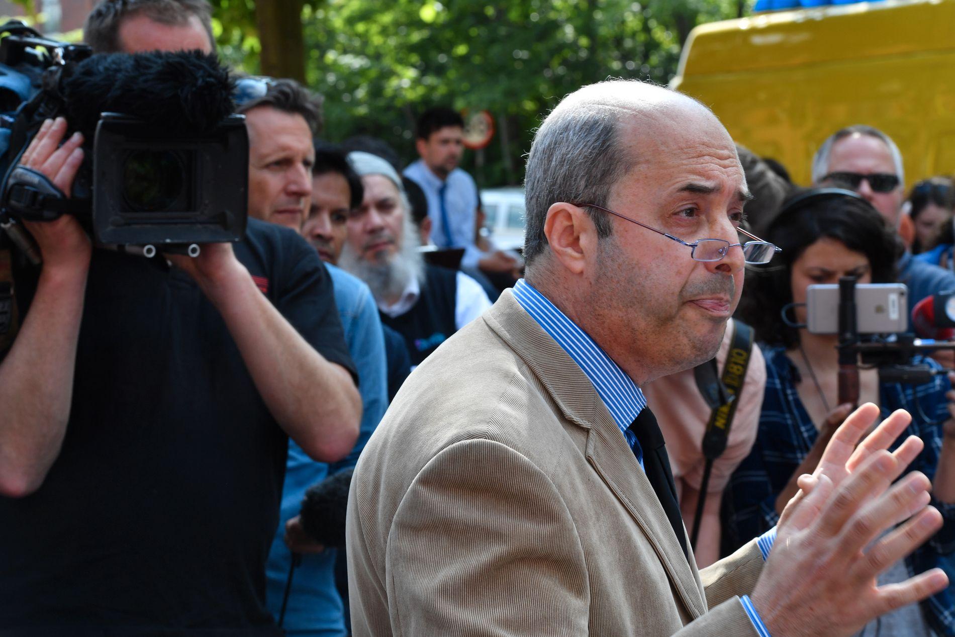 FORDØMMER: Fawzi Haffar, styreformann i Didsbury-moskeen, fordømmer terroren i Manchester, men nektet å svare på spørsmål da han møtte pressen onsdag. Foto: HELGE MIKALSEN, VG