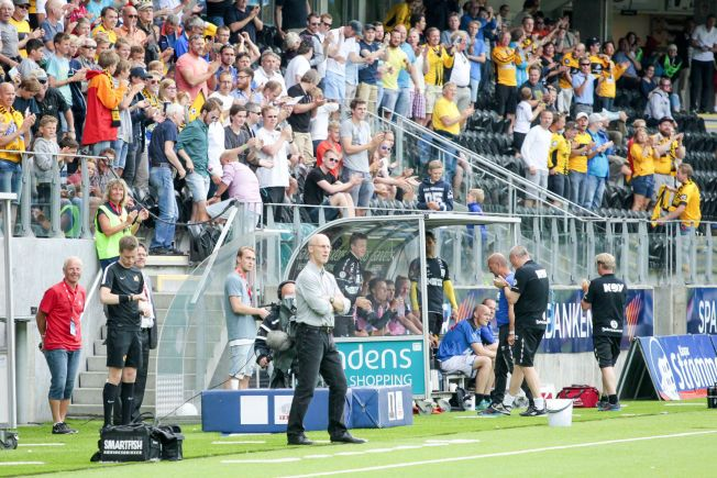 SKUFFET: Stabæk-trener Bob Bradley var meget skuffet etter å ha sett laget sitt bli knust av Start.