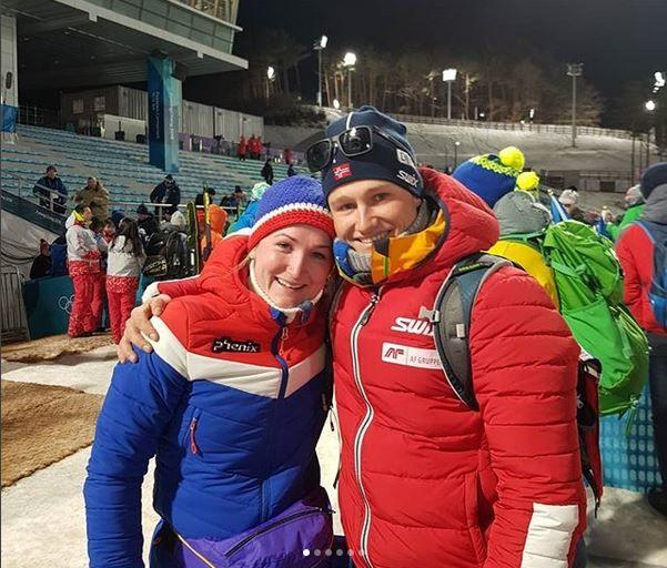 MIDT I: Marte Olsbu og forloveden Sverre Røiseland. Her etter sølvet på mixedstafetten i OL.