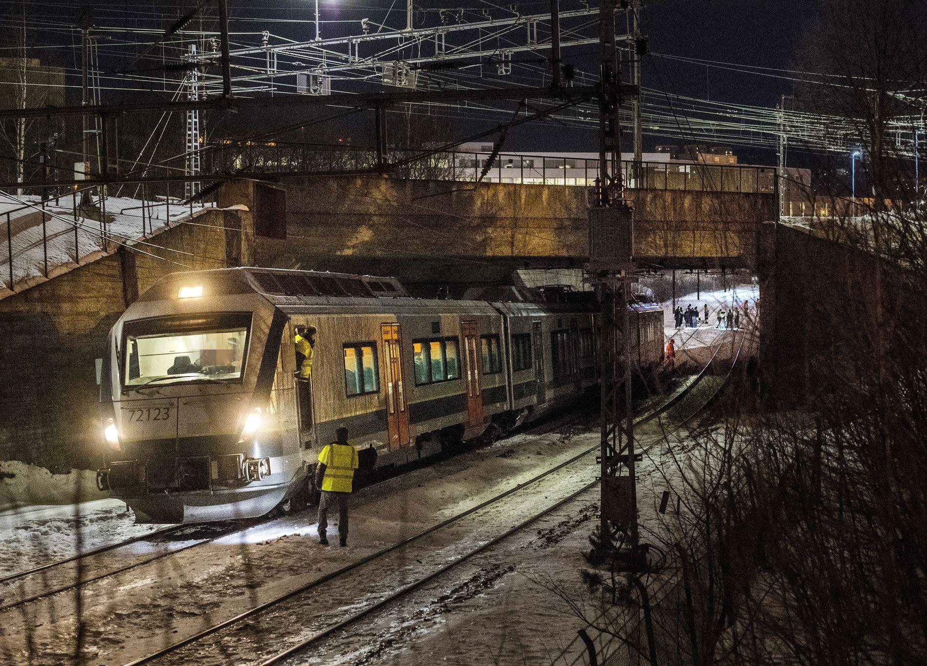 DØDSULYKKE: To omkom i ulykken nær Alna stasjon sent fredag kveld.