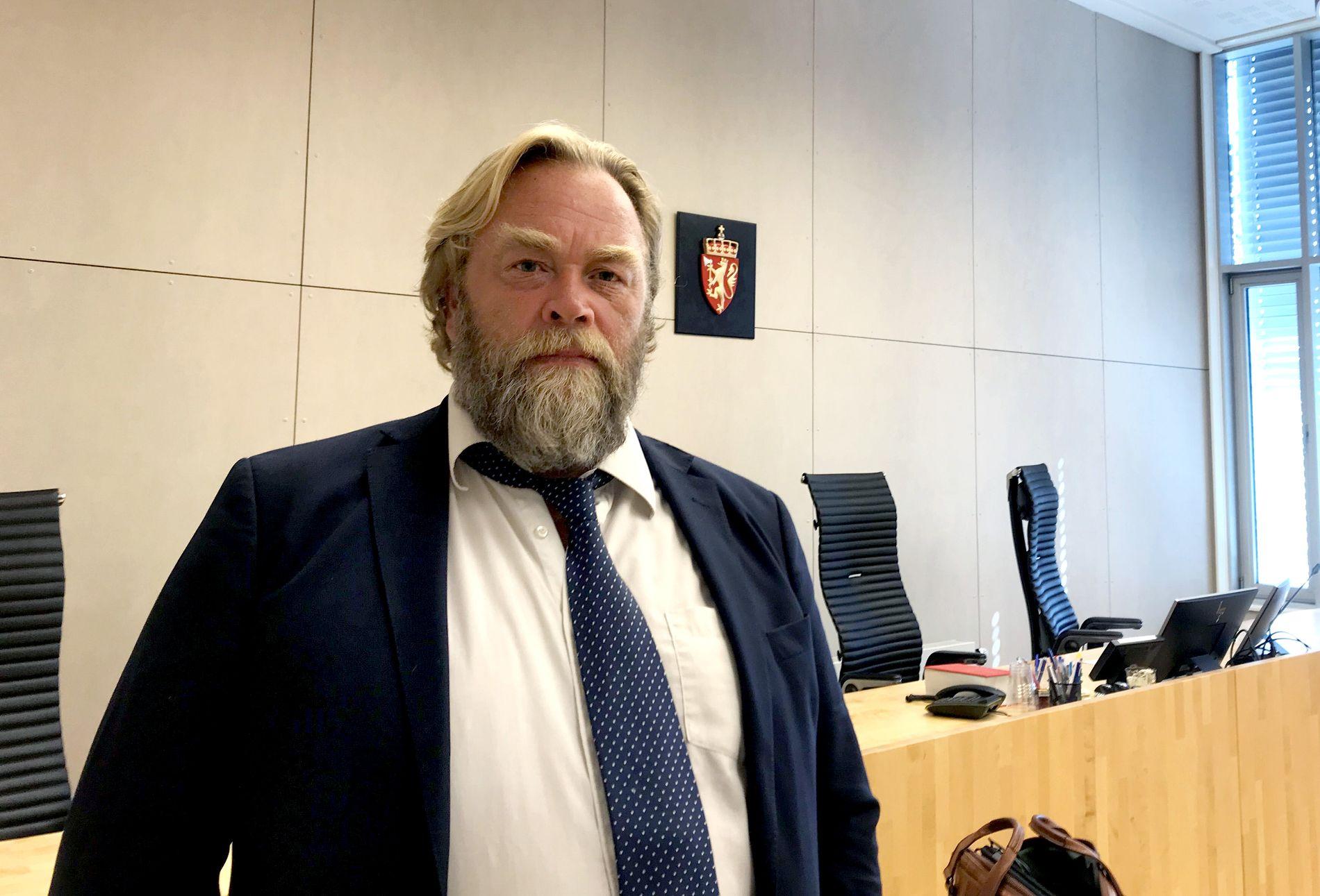 SER MOT MEDISINSKE ÅRSAKER: Forsvarer Jon Anders Hasle representerer barnets far. De mener at skadene har medisinske årsaker.