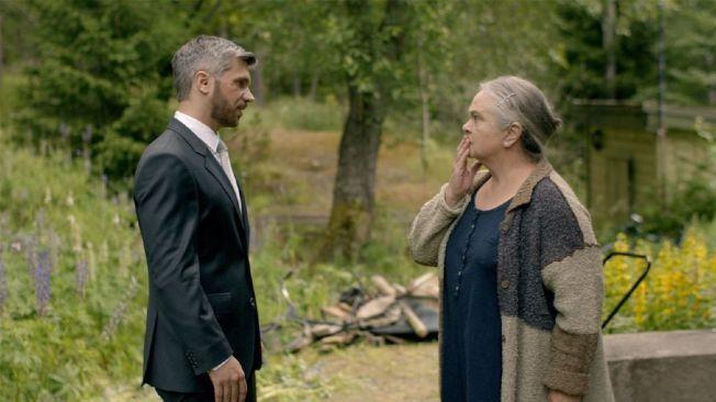 STERKT GJENSYN: Nicolai Cleve Broch og Anne Marit Jacobsen i rollene som Aksel og Mai-Britt i den første episoden av «Frikjent».