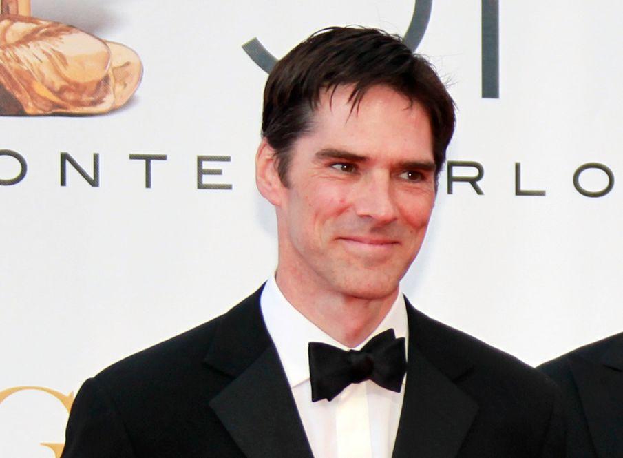 I HARDT VÆR: For noen år siden skal Thomas Gibson ha dyttet en assisterende regissør på sett. Nå er han suspendert for å ha sparket en av manusforfatterne.