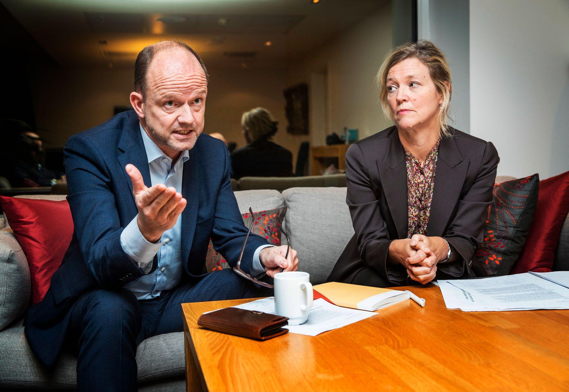 LOCKOUT: Fungerende NHO-sjef Ole Erik Almlid og direktør for arbeidsliv i NHO, Nina Melsom, varsler at NHO vurderer å ta et dramatisk virkemiddel i bruk for å stanse sykepleierstreiken.