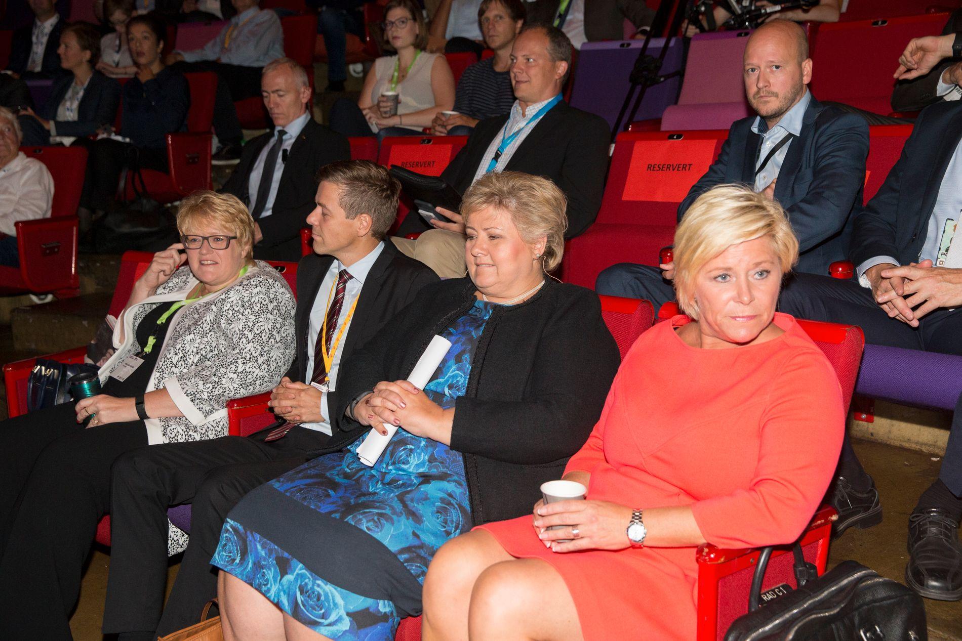 Partilederne Siv Jensen, statsminister Erna Solberg, Knut Arild Hareide og Trine Skei Grande under åpningen av Perspektivkonferansen på Chateau Neuf, torsdag.