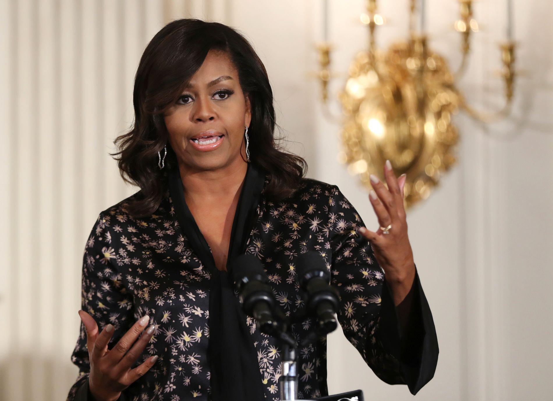 POPULÆR: Michelle Obama var en populær førstedame da ektemannen var presidenten. Her på et bilde fra oktober i fjor.