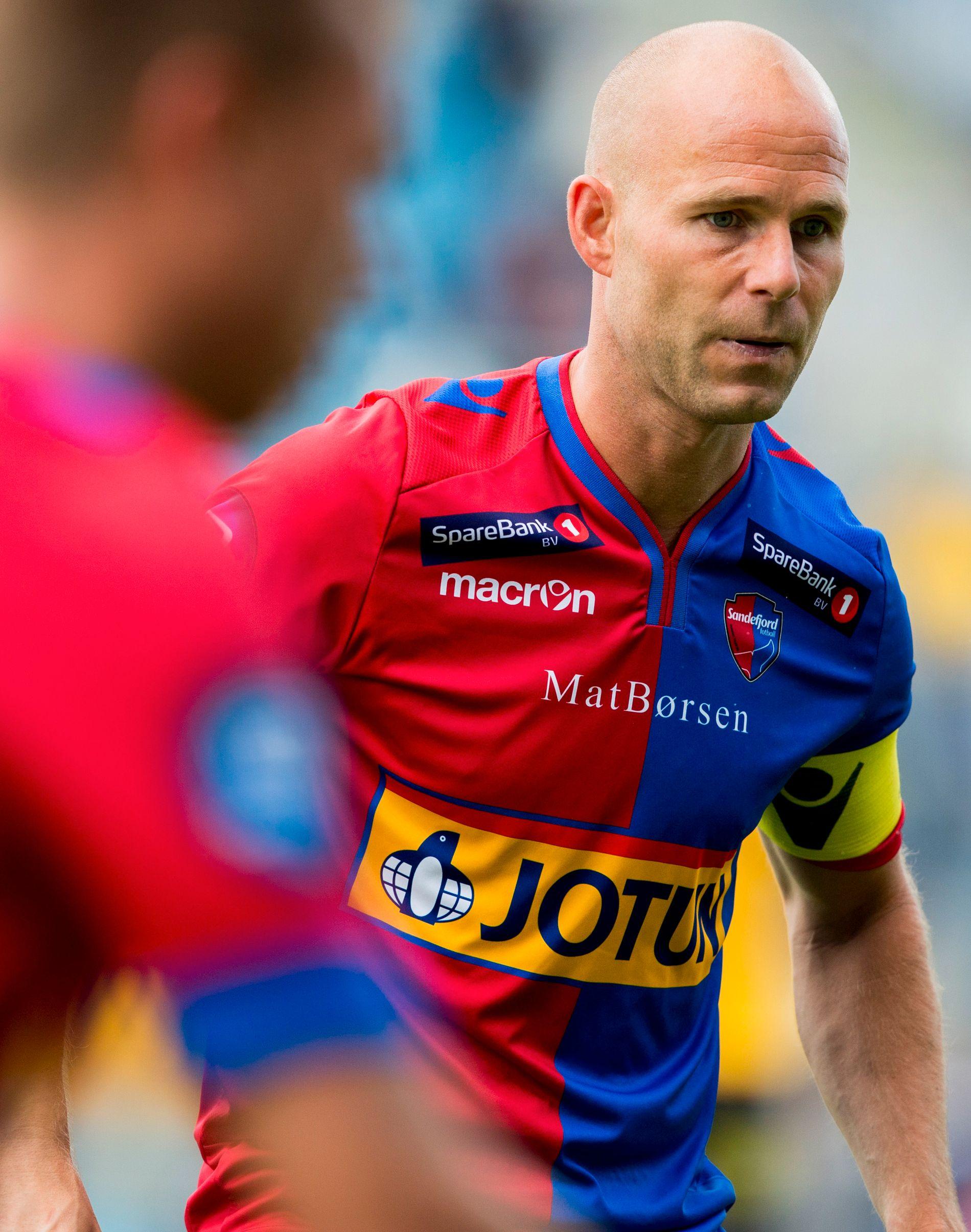 EKSPERT: I 2015 var Roger Risholt kaptein i Sandefjord. Nå er han ekspert for Eurosport.