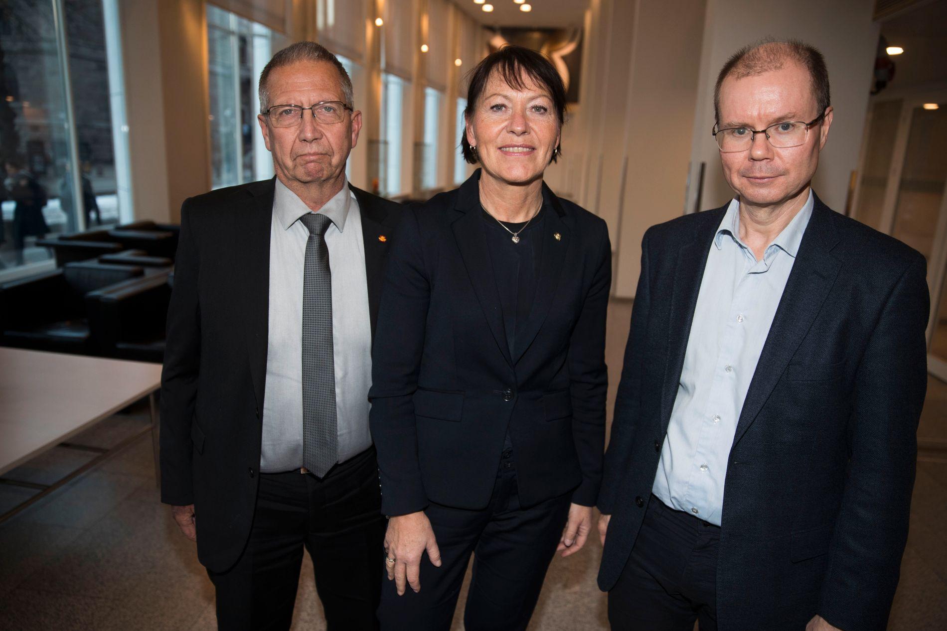 MÅTTE RYDDE: Veidirektør Terje Moe Gustavsen, vegavdelingsdirektør Jane Bordal og seksjonssjef Morten Wright Hansen mener de nå har den nasjonale oversikten som har vært etterlyst.