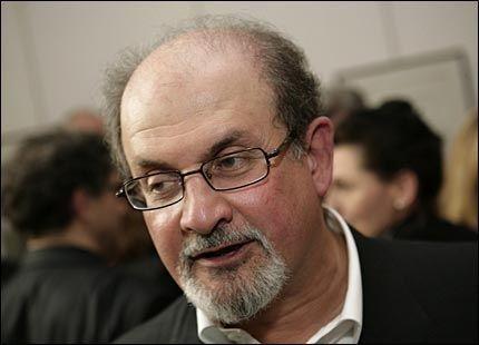 OMSTRIDT FORFATTER: Salman Rushdie skal slås til ridder. Det misliker Iran. Foto: AFP