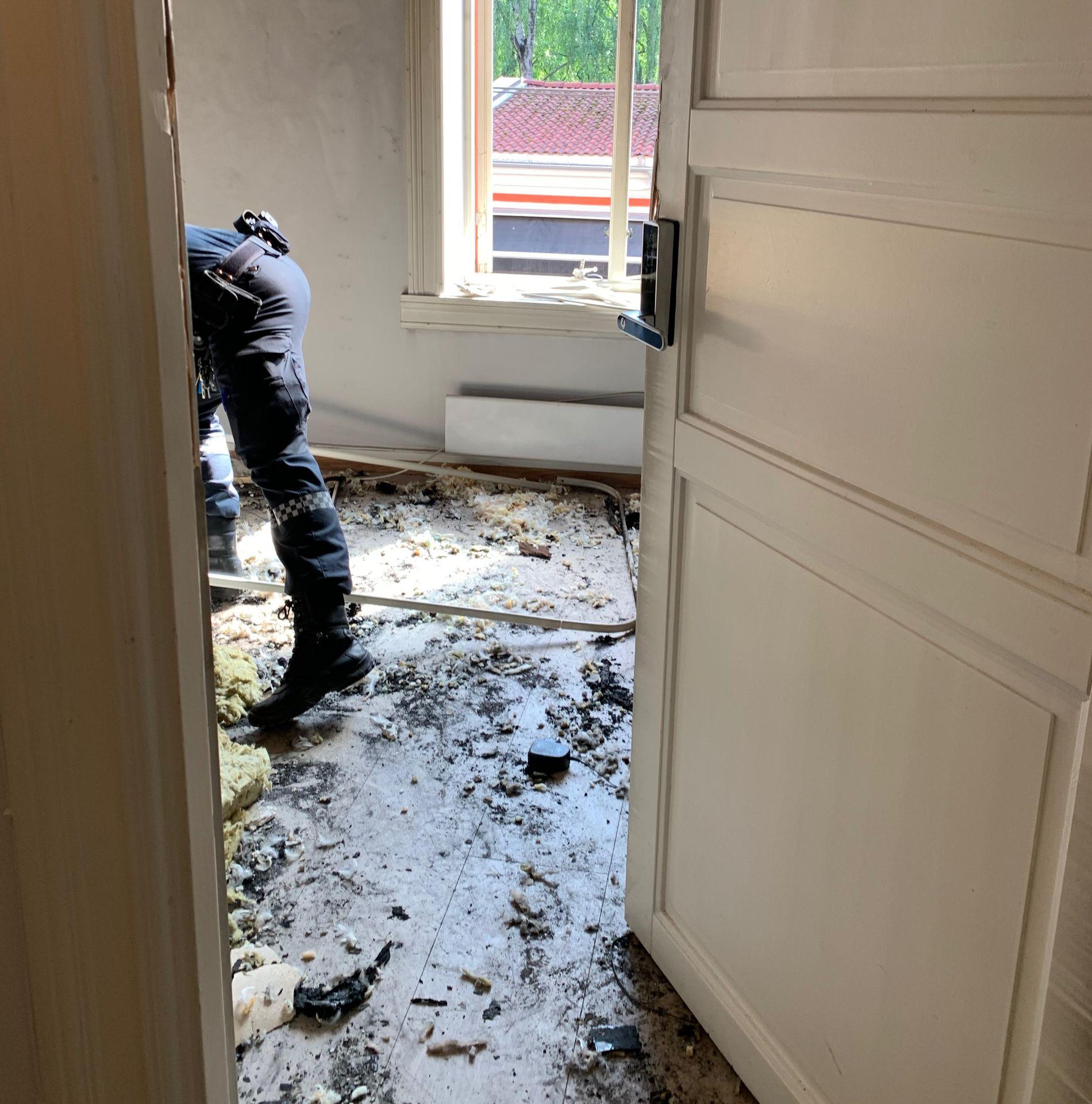 LEILIGHETEN: Politiet gjør nå undersøkelser i leiligheten hvor gjerningsmannen skal ha bodd.