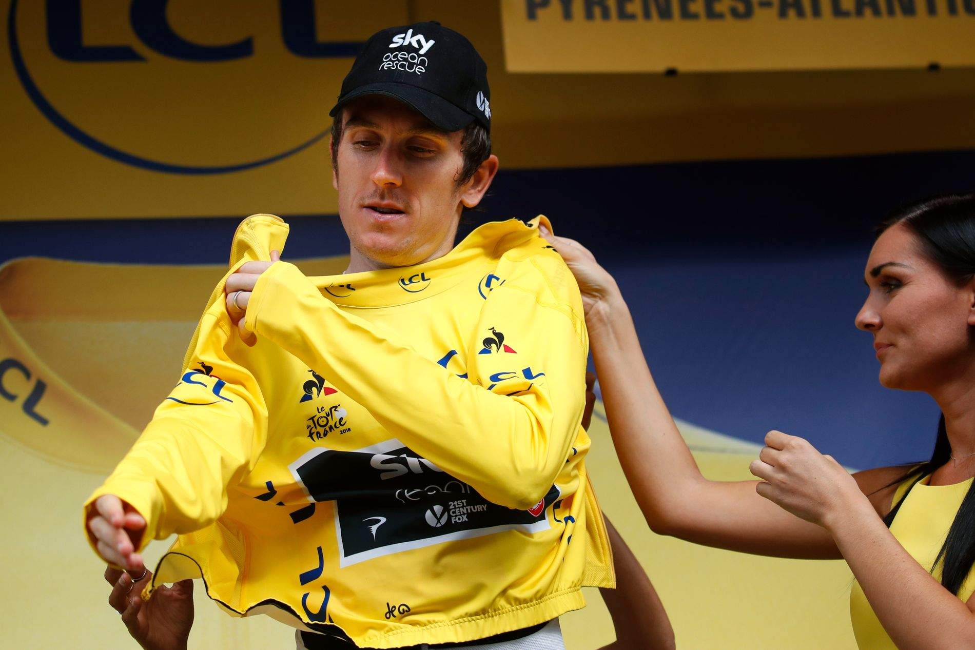 HAR SEIEREN I LOMMA: Geraint Thomas, her på podiet i Laruns fredag kveld, er bare en 31 kilometer lang tempoetappe fra å vinne Tour de France 2018.