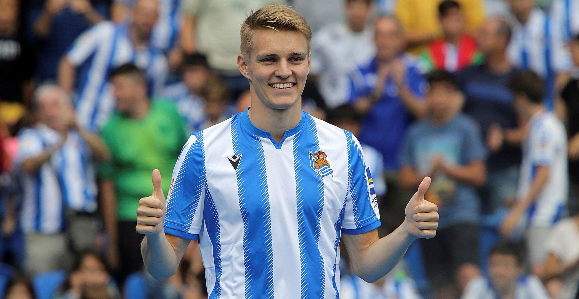 TO TOMLER OPP: Martin Ødegaard, her fra presentasjonen som Sociedad-spiller.