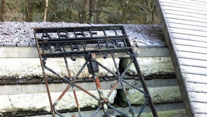 GJENFUNNET: Dette skal være porten i den stand den ble funnet i, i Bergen i Norge.