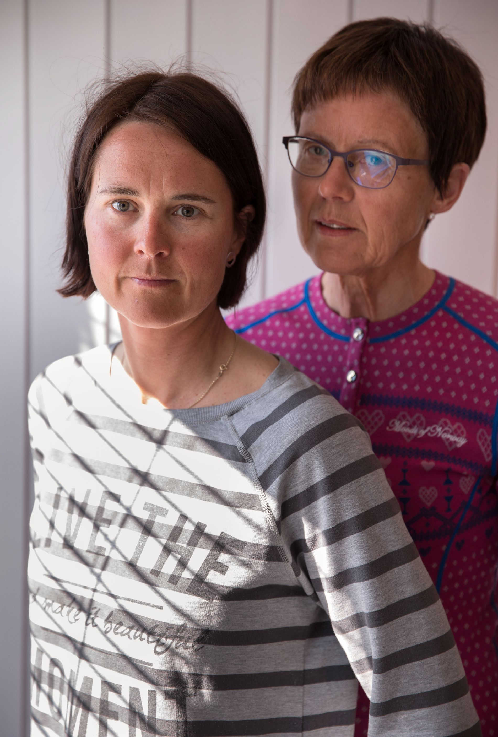 TØFF KAMP: Beret Sporsheim og datteren Åshild Sporsheim er kritiske til måten deres ektemann og pappa ble behandlet på av Dovre kommune mens han var syk.