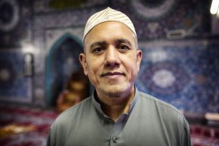 GLAD: Asif Ali er begeistret for dagens fredspristildeling. Foto: Mattis Sandblad/VG