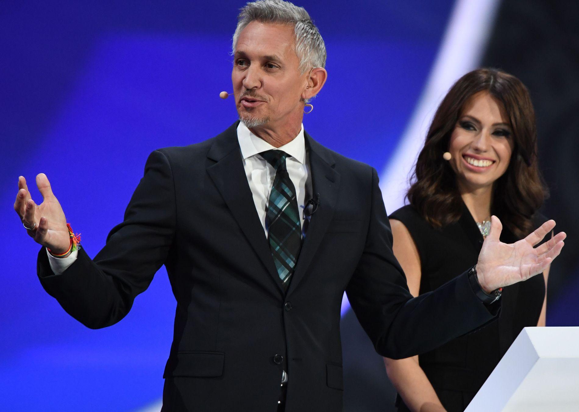 HAR MISTET TROEN: Gary Lineker var med da gruppene ble trukket til sommerens VM.  Her er han sammen med den russiske sportsjournalisten Maria Komandnaya i Moskva i desember.